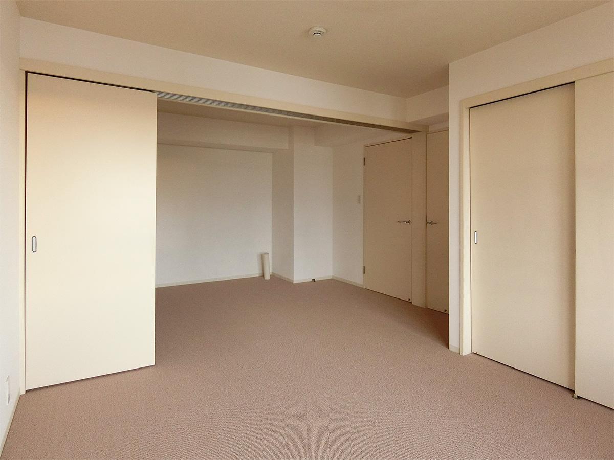引き戸で二つの洋室に仕切ることができる