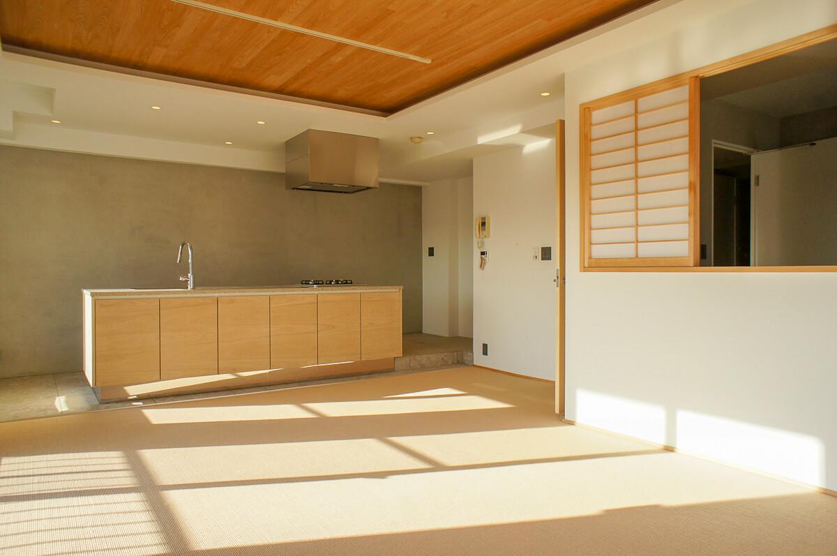 リビングに面した部屋とは室内窓で区切られている