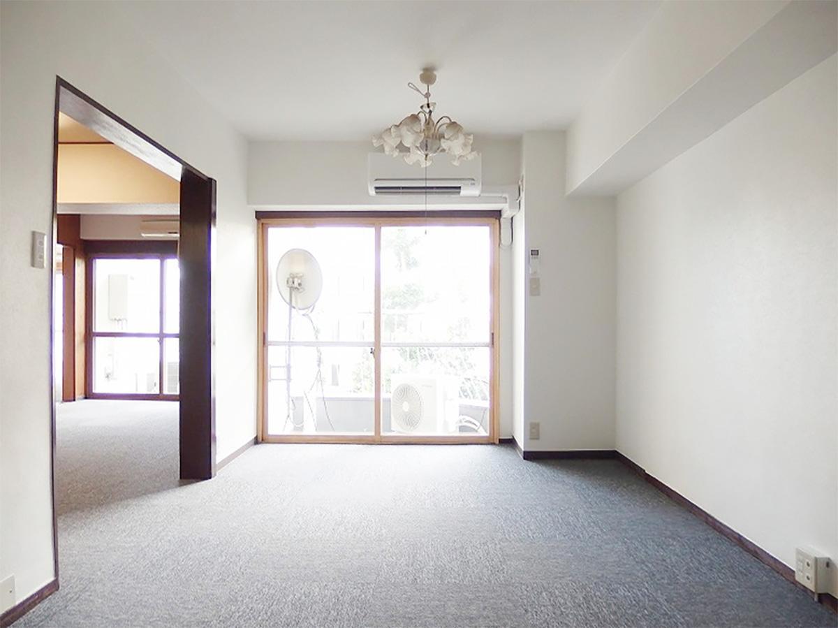 西側の約9畳の洋室