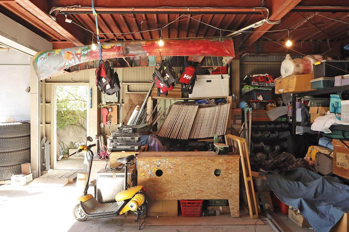 1階ガレージにはカヌーが吊られています。自由って素晴らしい!