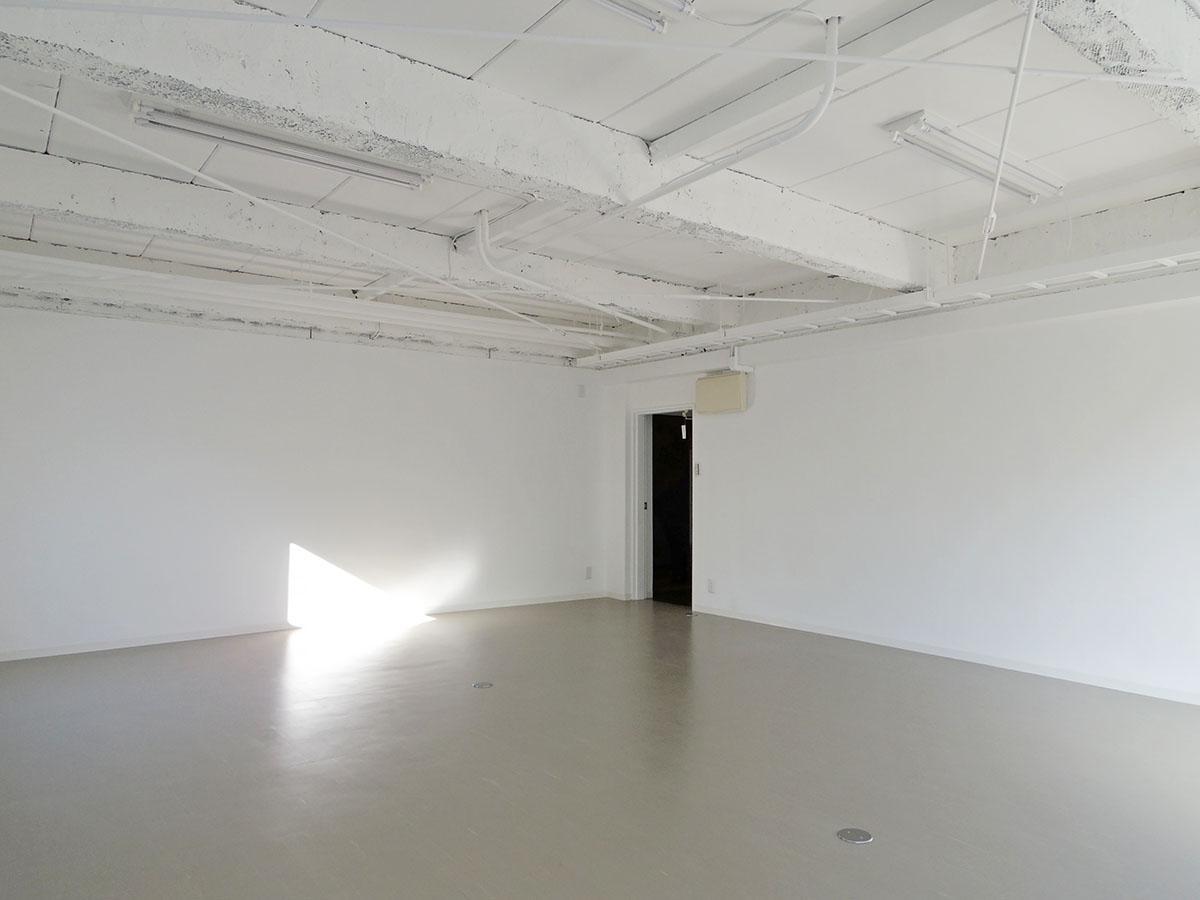床はPタイル、照明は蛍光灯なので、そこに手を加えるだけでさらに良くなりそう