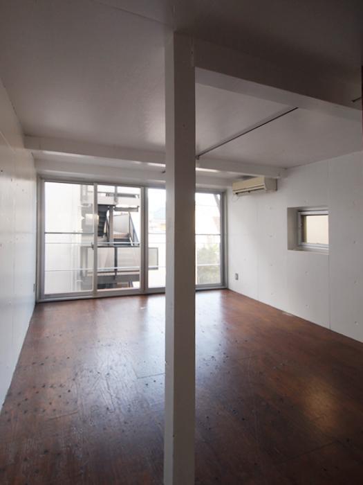 3階南西の部屋。窓が大きくて開放的