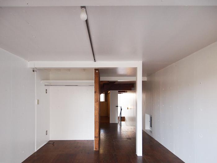 3階南西の部屋。オープンな収納つき