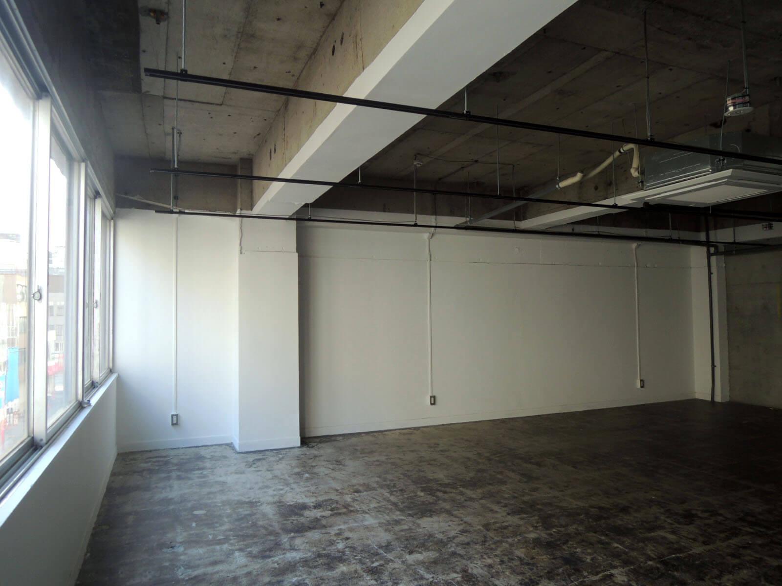 横に窓がないぶん棚などの壁付けはしやすくなります(3F)