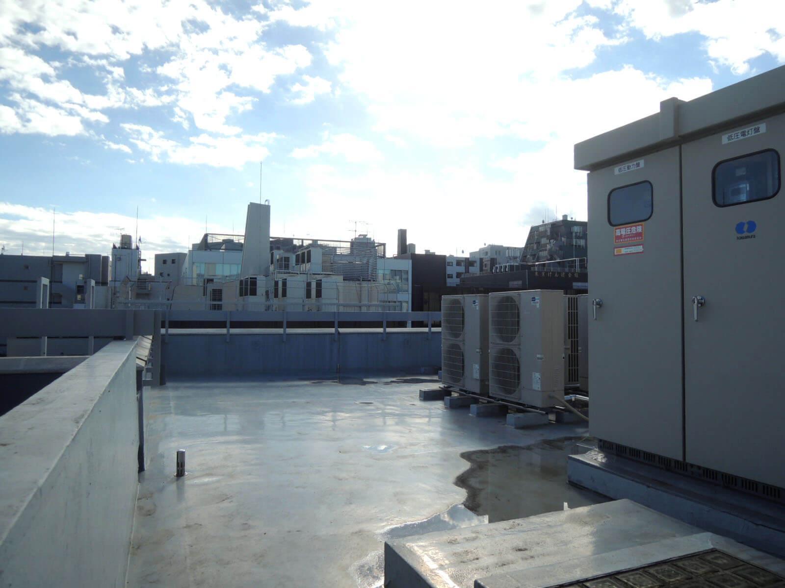 屋上はいまのところ出入り可。