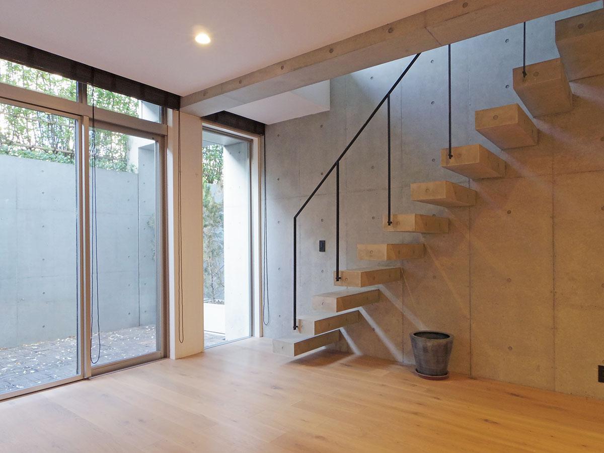 階段もスタイリッシュ