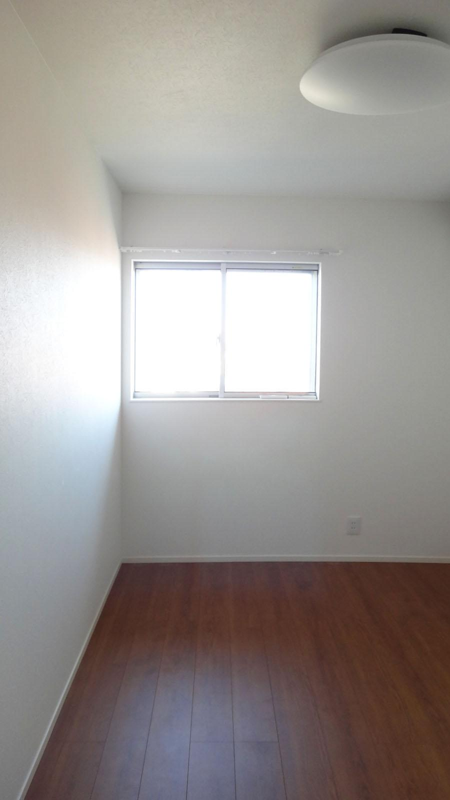 5畳の洋室。各部屋しっかり収納がついています