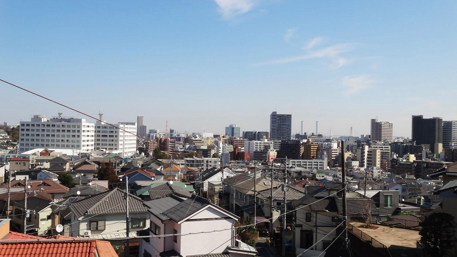 高台にあるので、先まで見渡せる眺望です。奥にはベイブリッジも見えます