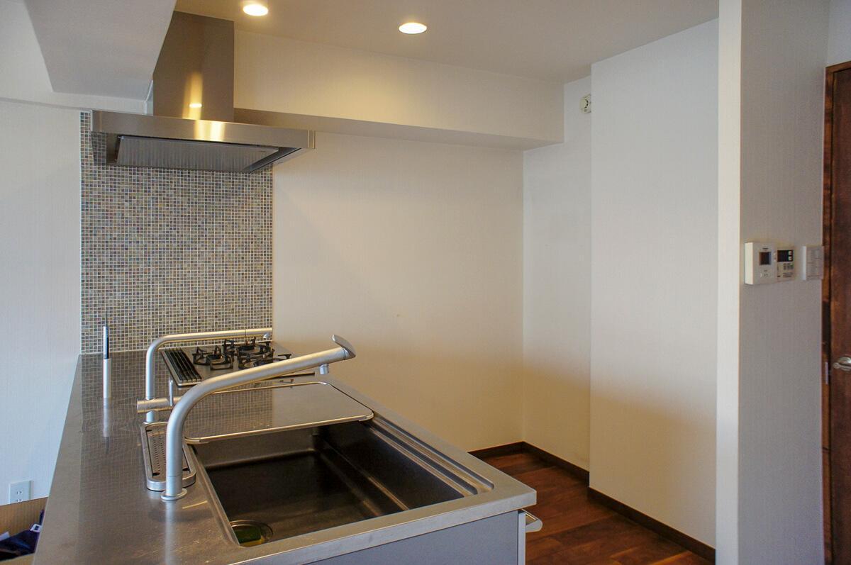 キッチン:ガスコンロ3口、魚焼き機付き