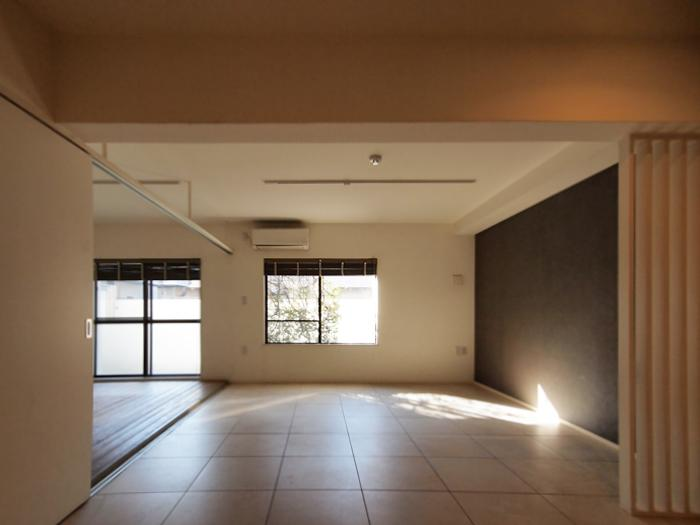 1階でも柔らかな日が入る。かなり開放的な間取り(102号室)