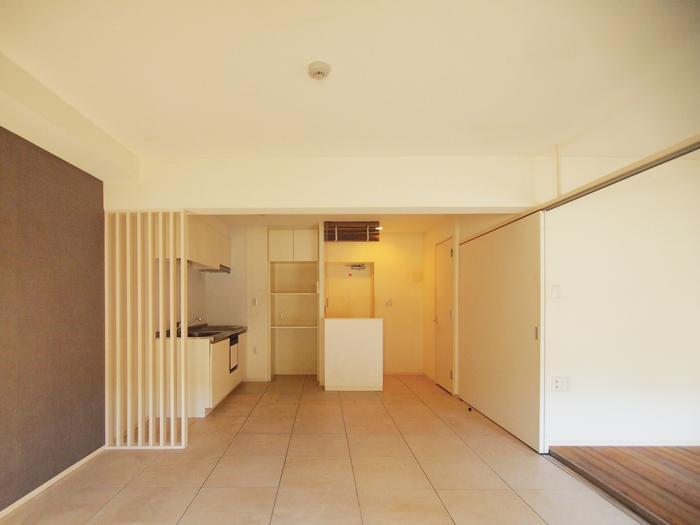 玄関からひと続きのタイル貼り(102号室)