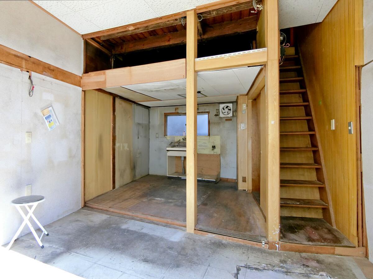 1階:奥の天井を抜けばもう少し高くなります