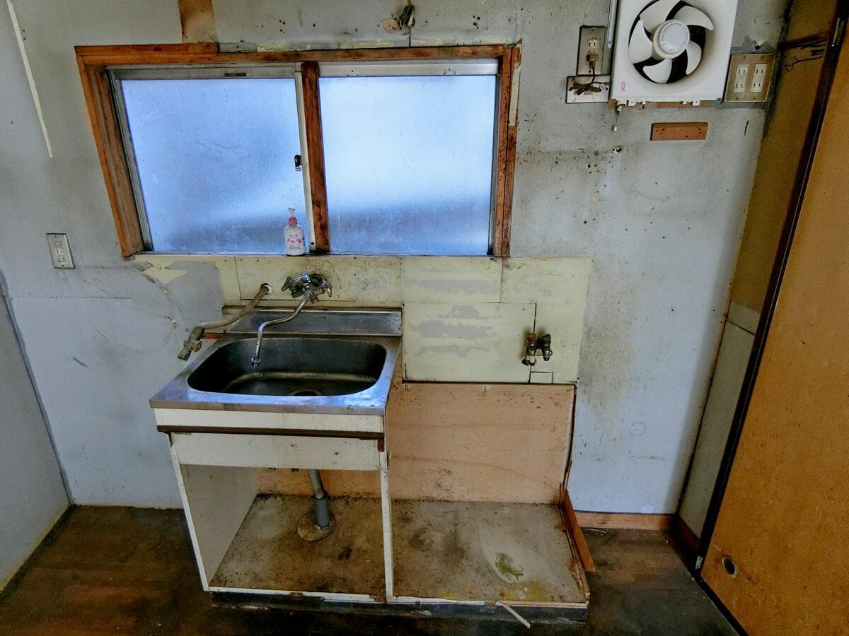 1階キッチン。このあたりは交換が必要になりそう