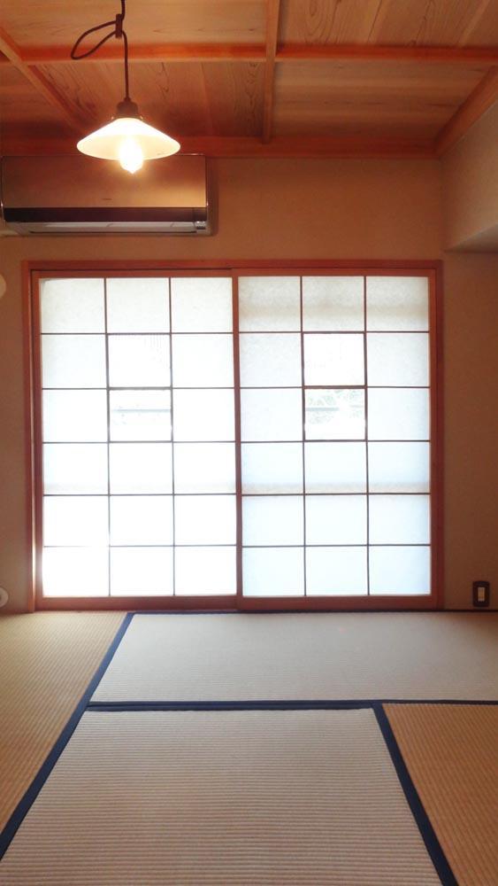 4.5畳の和室。格天井が素敵です