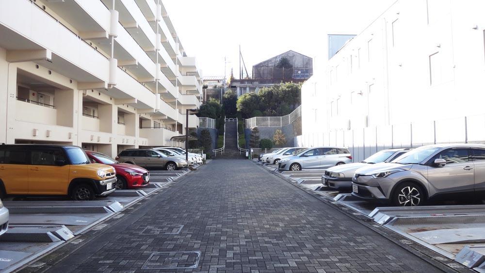 駐車場は平置きもしくは機械式です