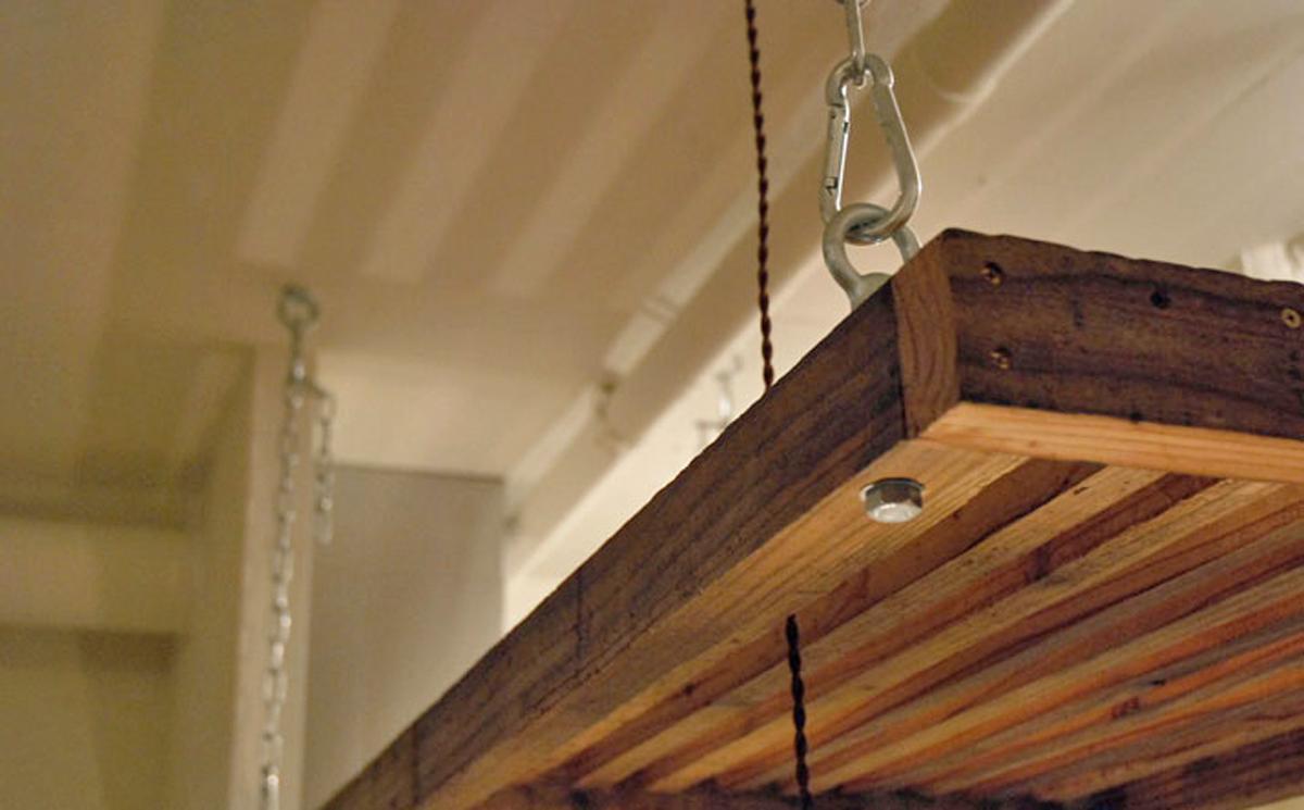 古材を再利用した棚(平成25年のリノベーション竣工時の写真)