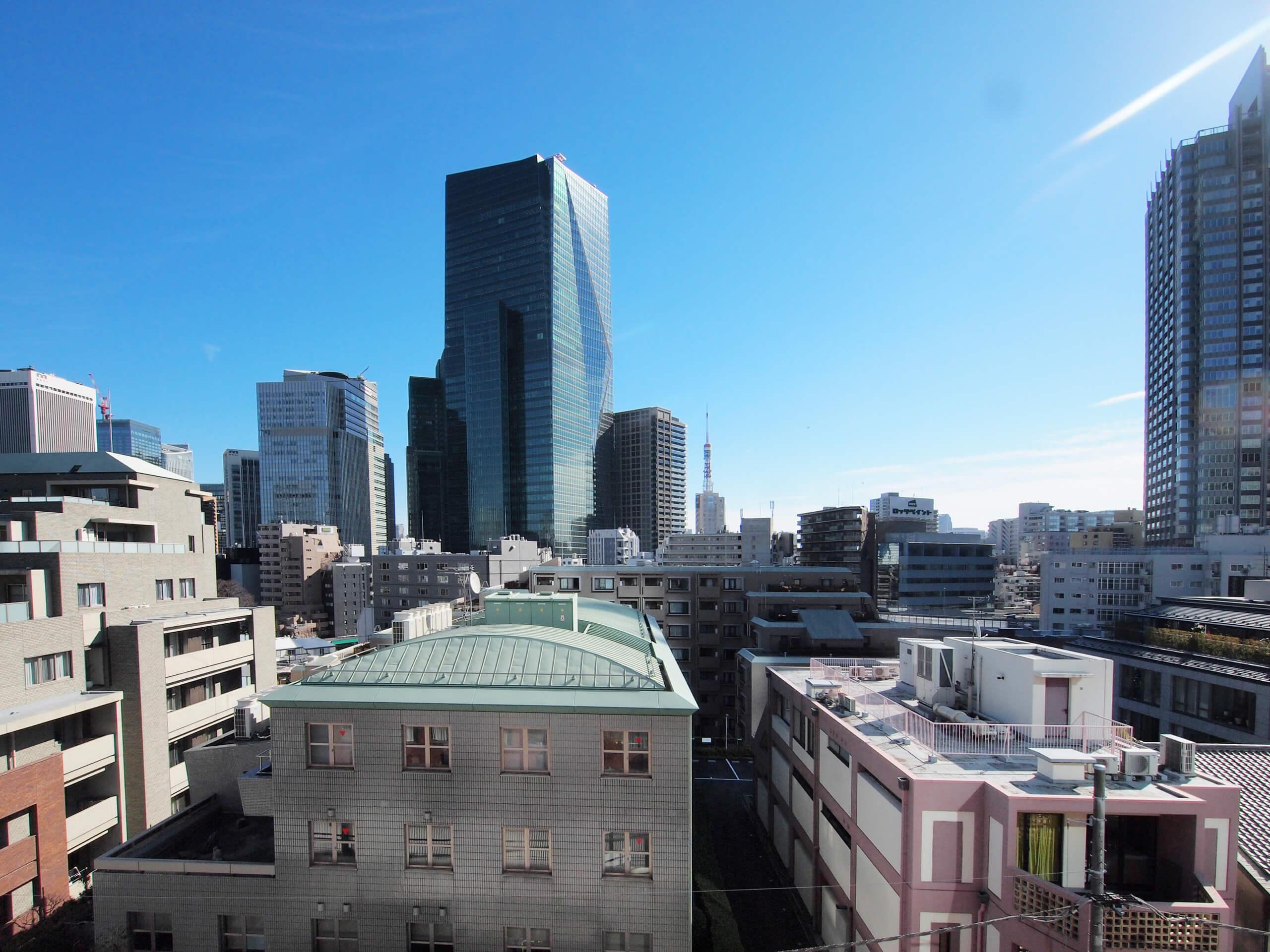 窓からの眺め。奥に東京タワーが見えます