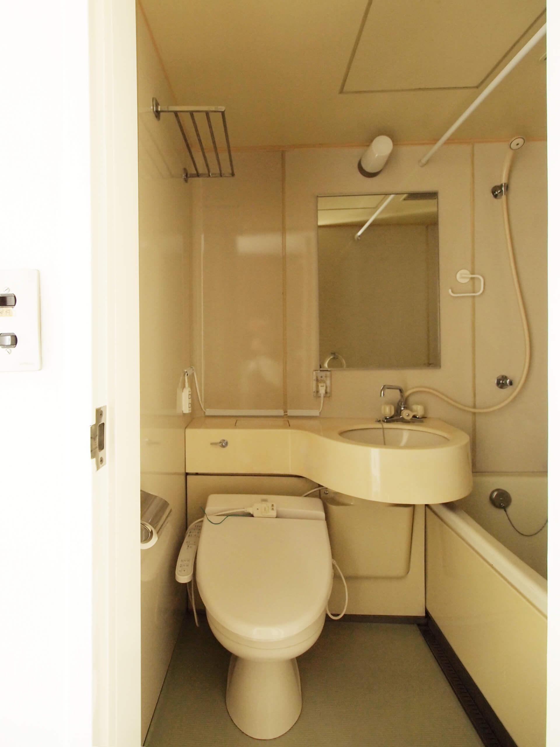 ユニットバス。トイレにはウォシュレットがついています