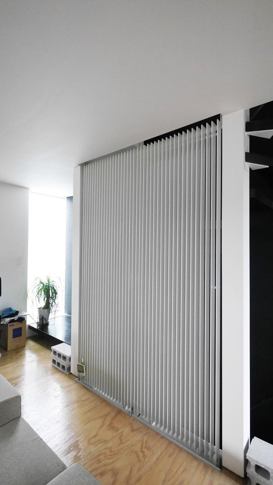 放射型冷暖房(PS社)。空調としての性能とデザイン性を備えている