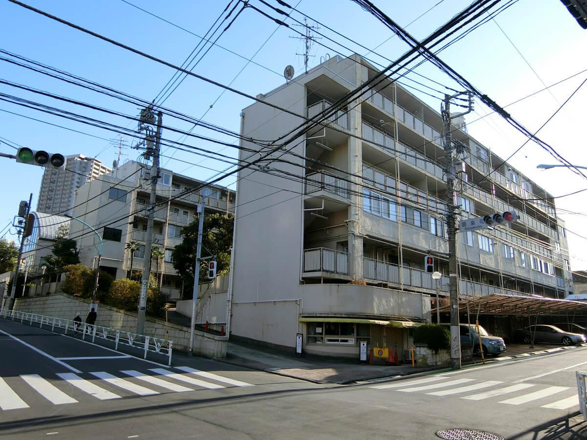 敷地内には建物が2棟存在しますが、全体の外観