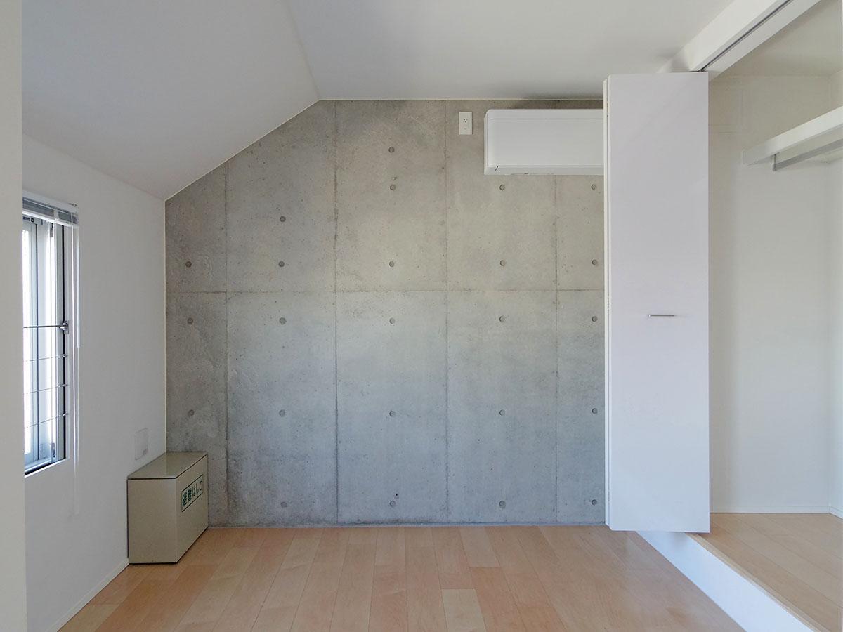 403号室:こちらは寝室でしょうか。クローゼットも大容量