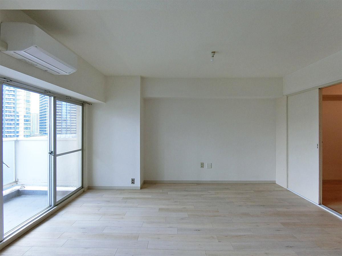 床は木目調のフロアタイル