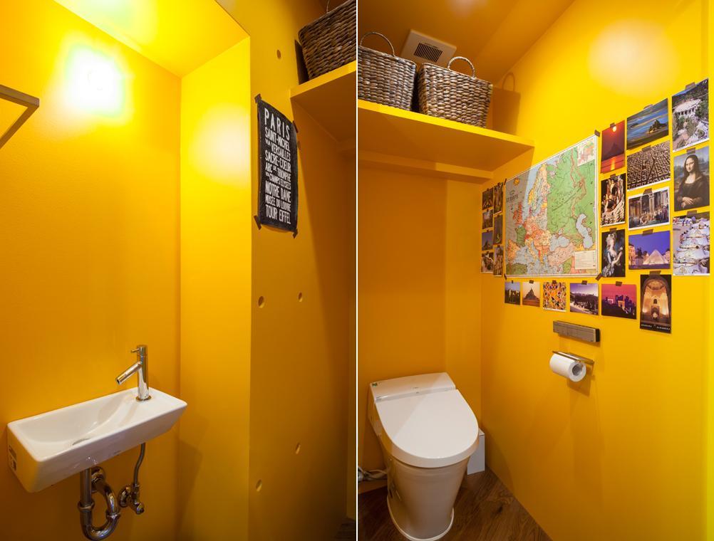 トイレはブルーと対照的なイエローが使われている
