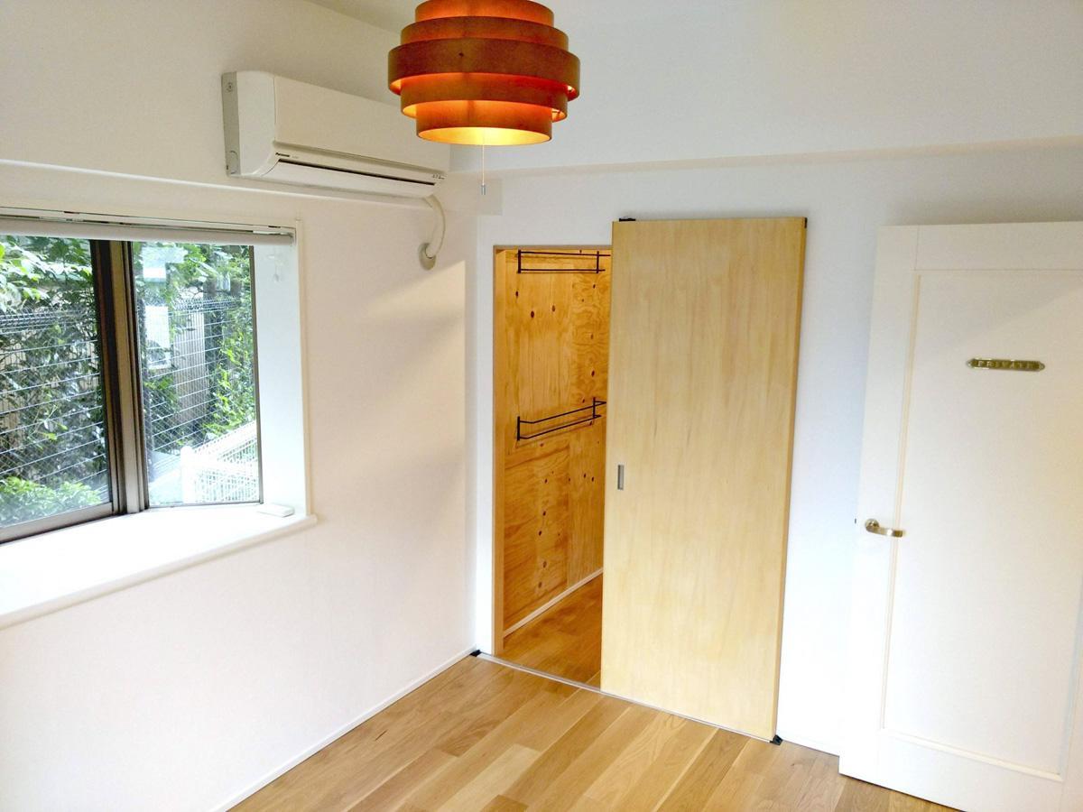 南側の寝室には、ウォークスルークローゼットを抜けていくことができます。