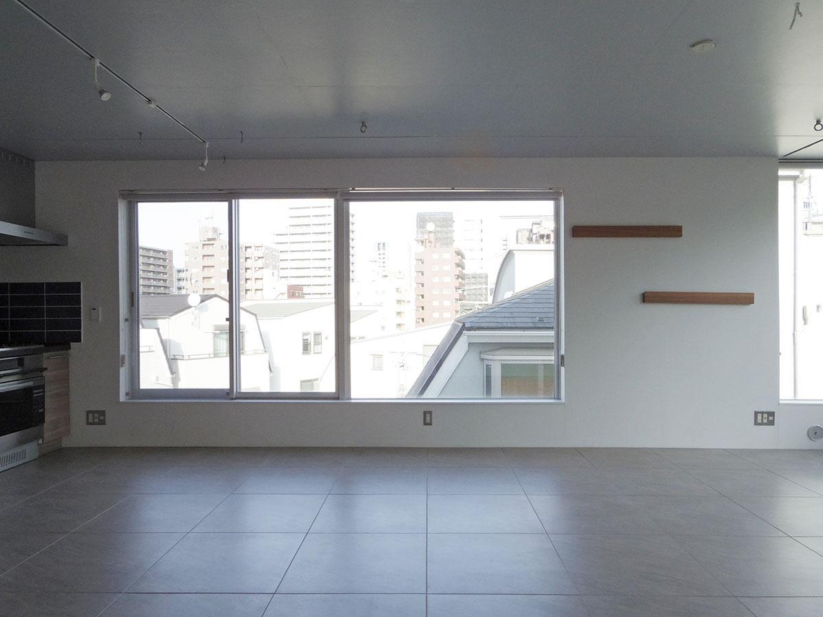 床面はタイル。リビングのみ床暖房がついてます