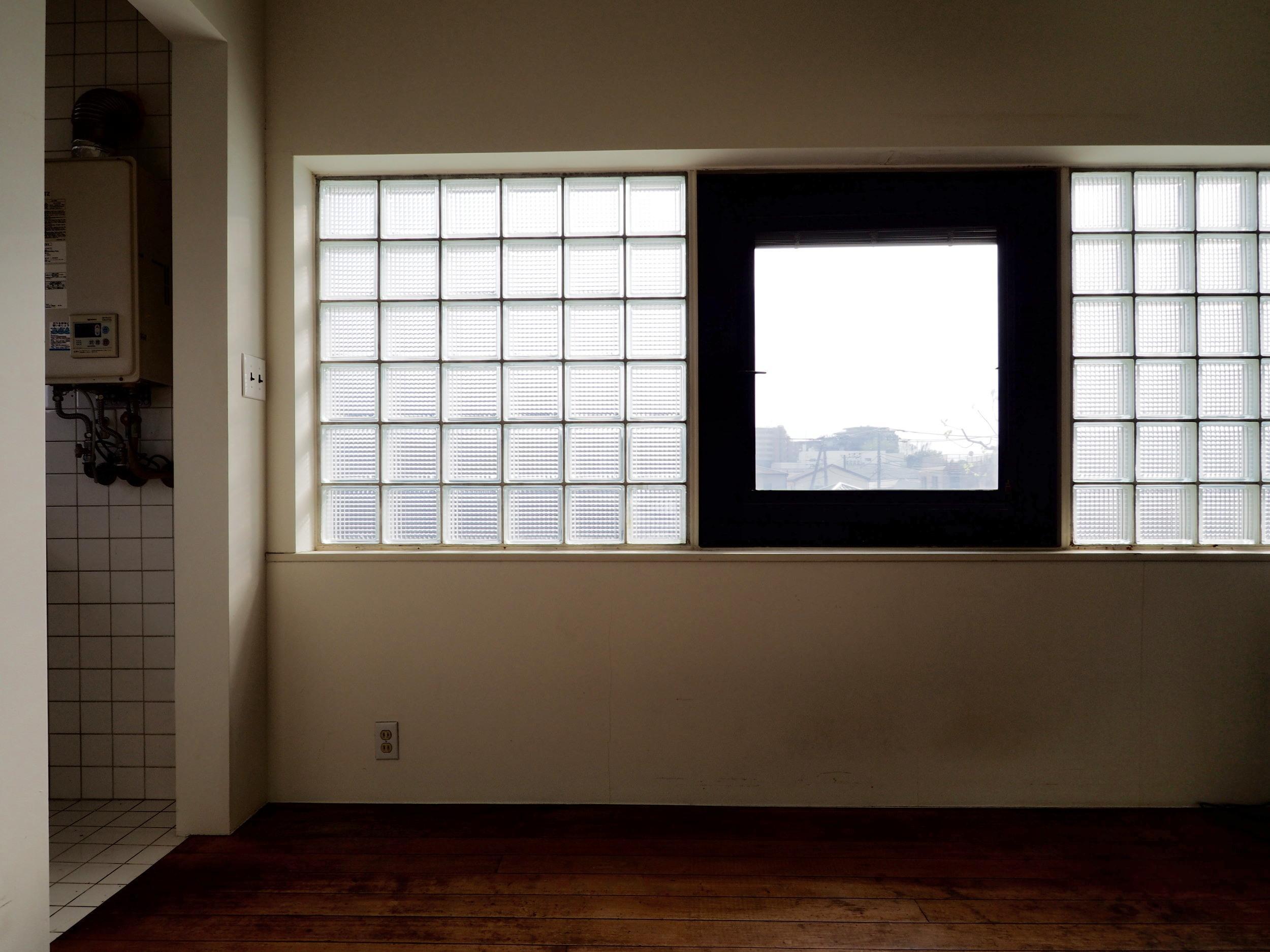 ガラスブロックを使用した大きな窓