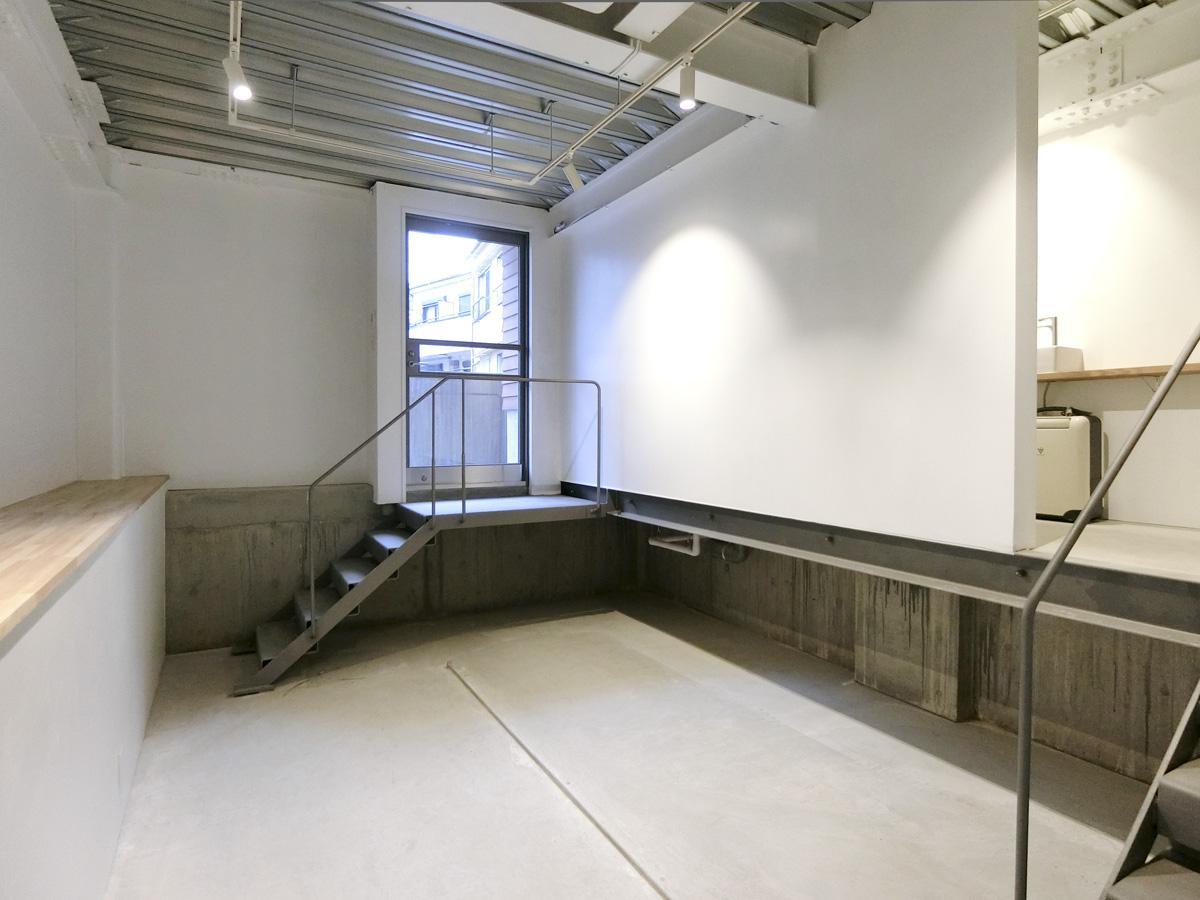 地下1階のギャラリー空間。天高3.4m程