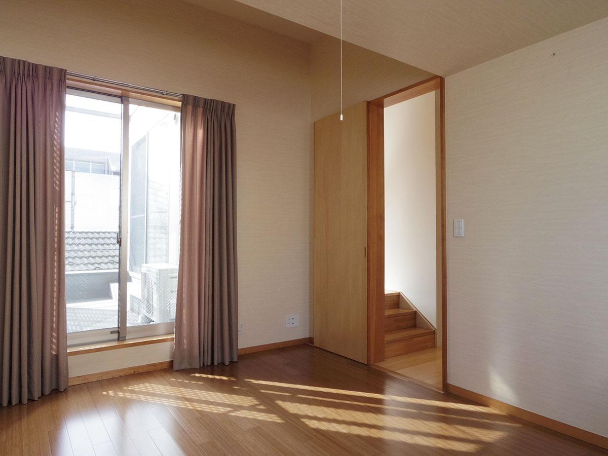 2階、7.3畳の洋室