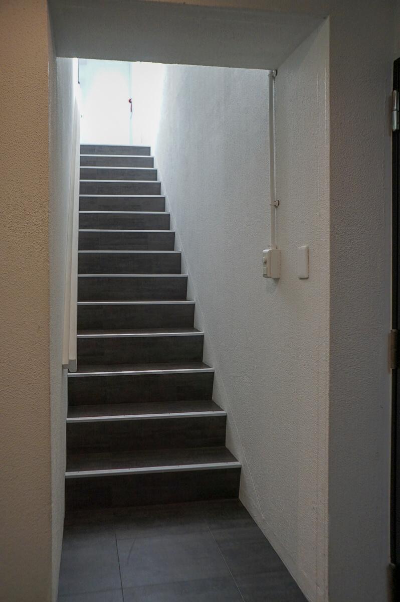 エレベーターが5階までのため、階段を上る必要があります