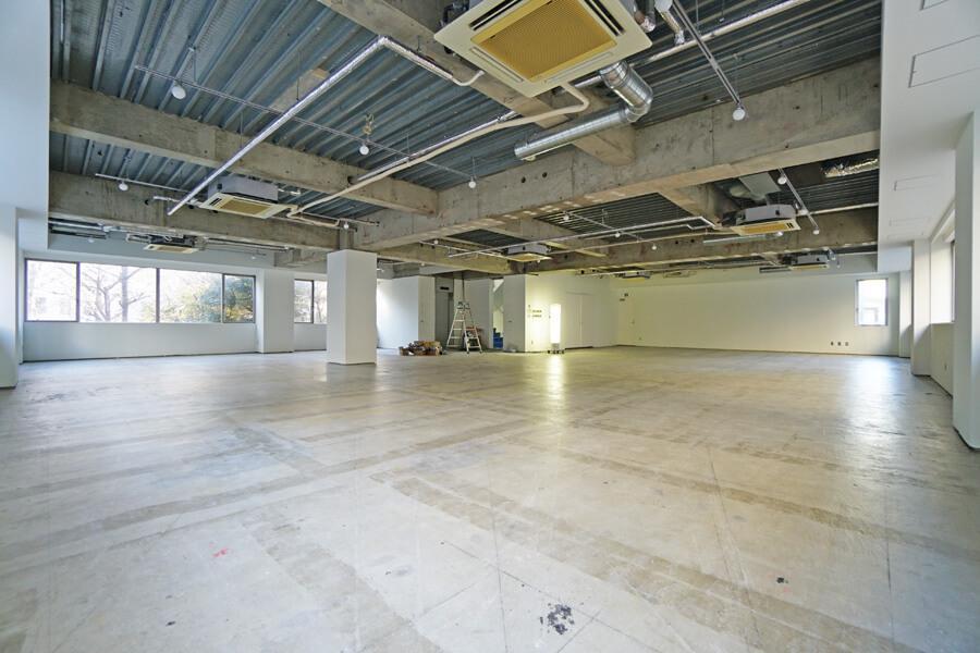3階。3・4階は内装を仕上げています。床・壁は塗装、照明も設置済みです