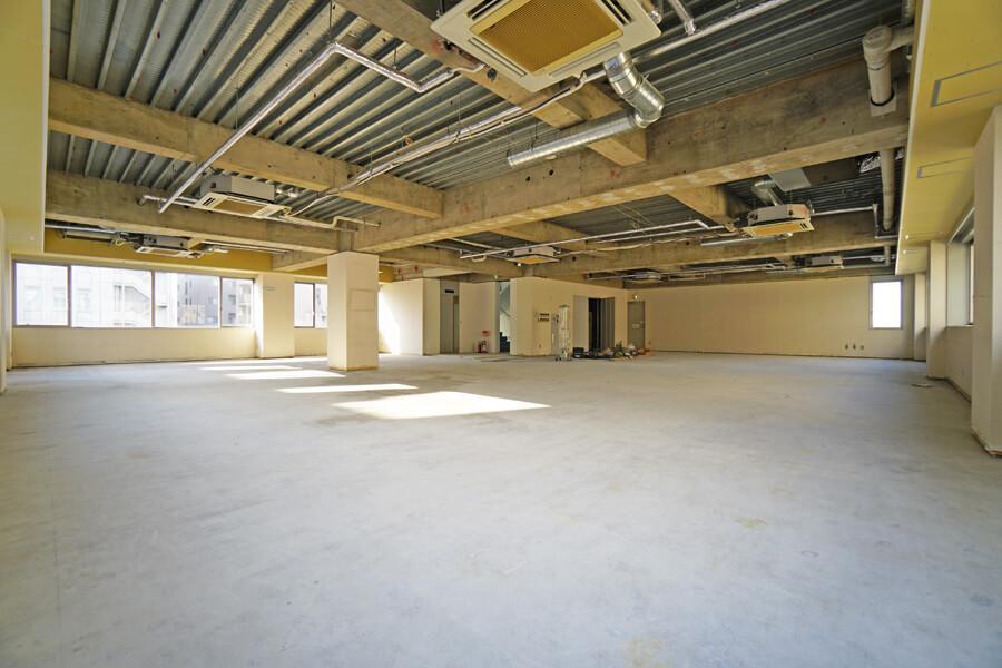 5階。撤去と空調の設置はしてあります。仕上げは入居者さんにてお願いします