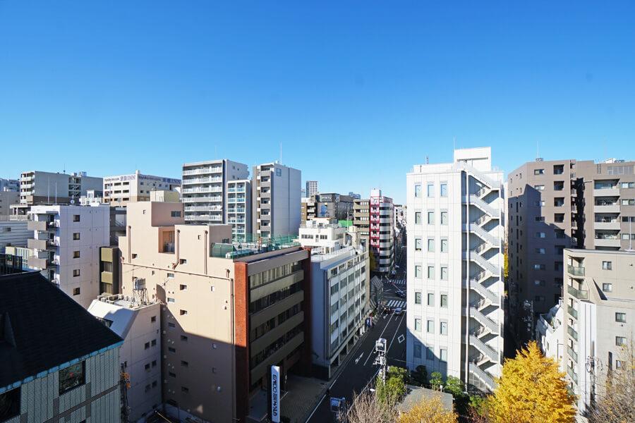 8階からの眺望。空も広くて気持ちいいです