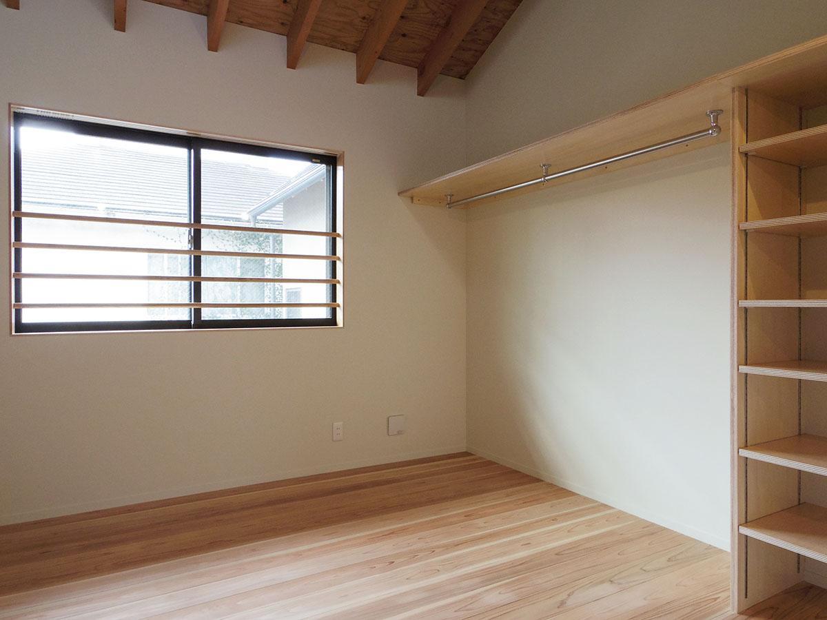 収納は1、2階共にあえて見せるスタイルで