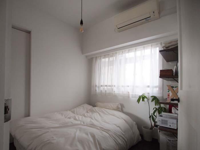 寝室。ダブルベッドがちょうど収まる程よい広さ