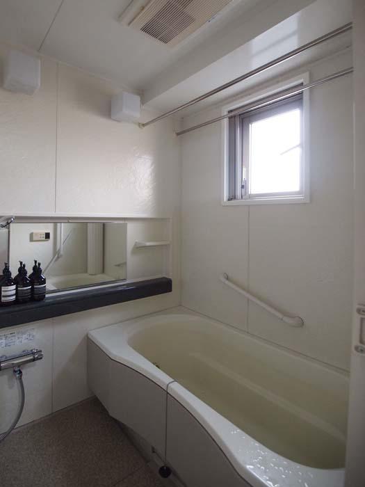 浴室。追炊と浴室感想暖房機がついている