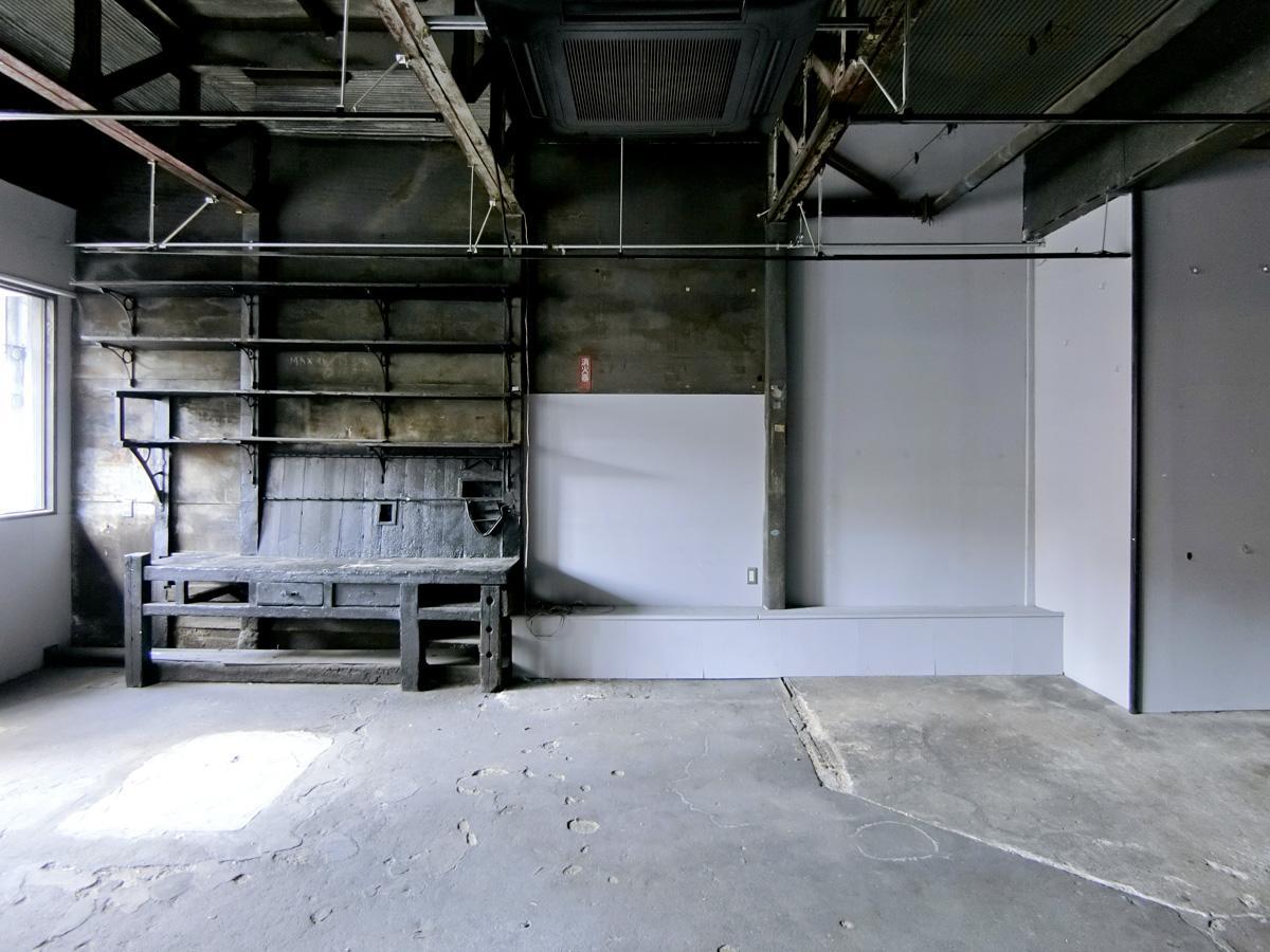以前より使われていた棚などの造作が残っています