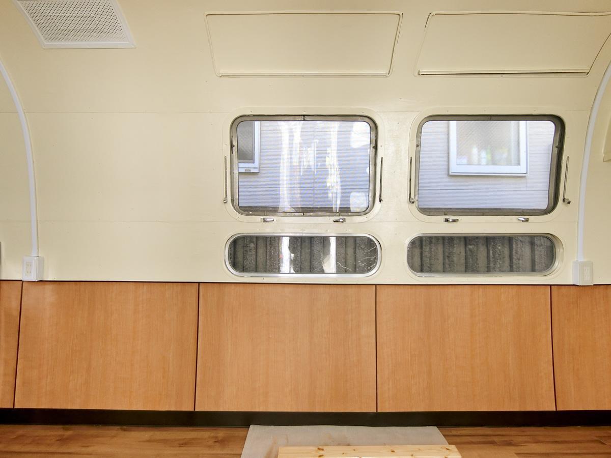窓のかたちなどが、宇宙船のよう