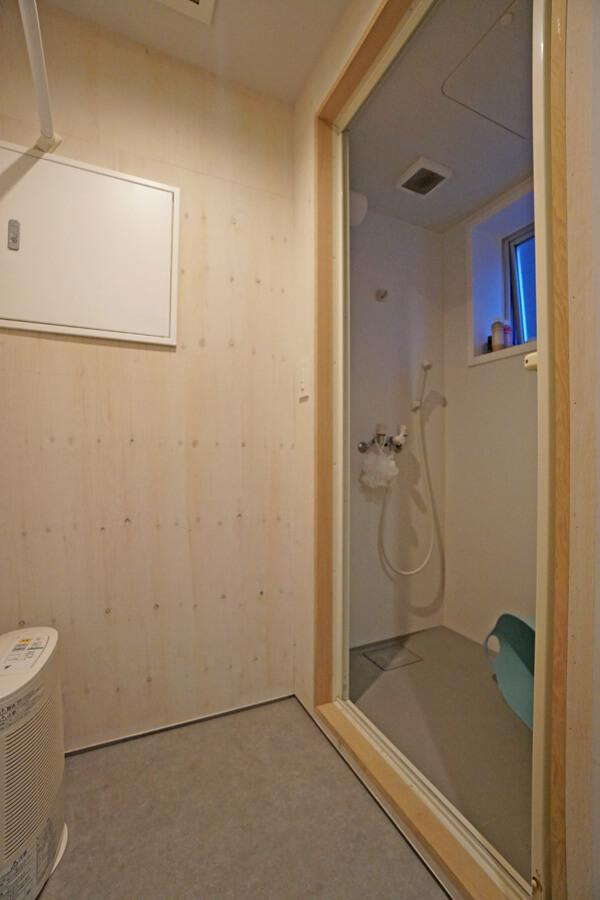 シャワー室もあります