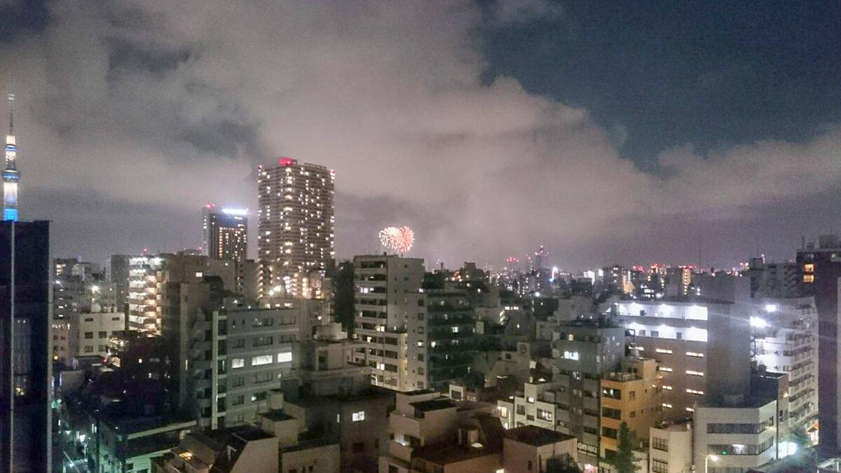 バルコニーからは花火も見えます