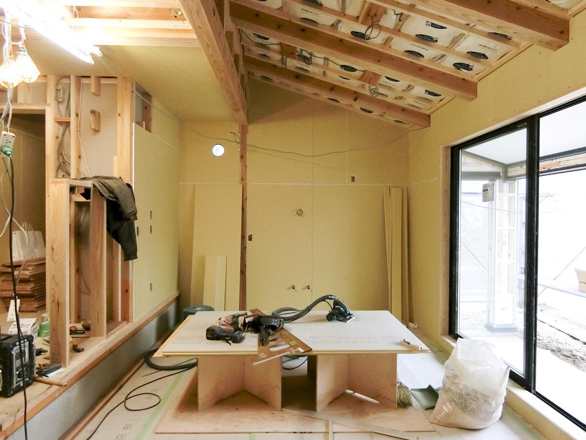 正面奥に、キッチンが設置されます(LDK)