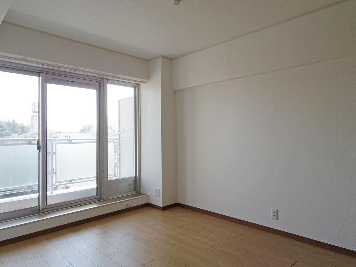 リビング横の5畳の洋室