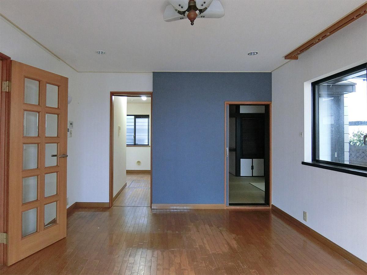 リビング:キッチンと和室方向