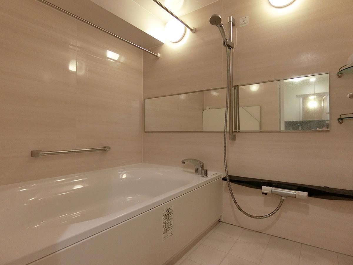 ワイドな浴室