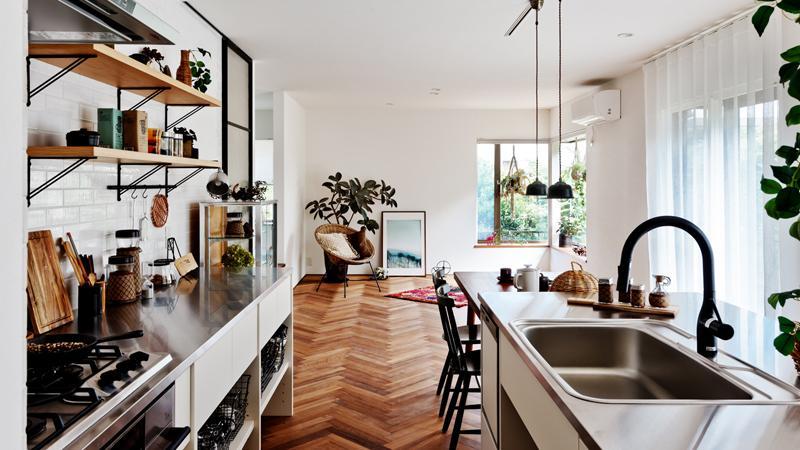 2列型のキッチンは作業スペースも広く、料理が楽しくなりそう