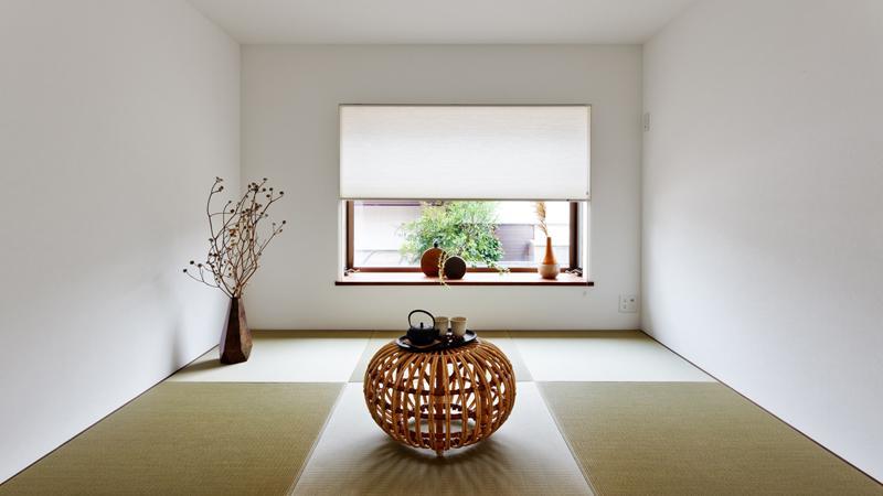 心落ち着ける和室。畳は互い違いに置かれ、市松模様