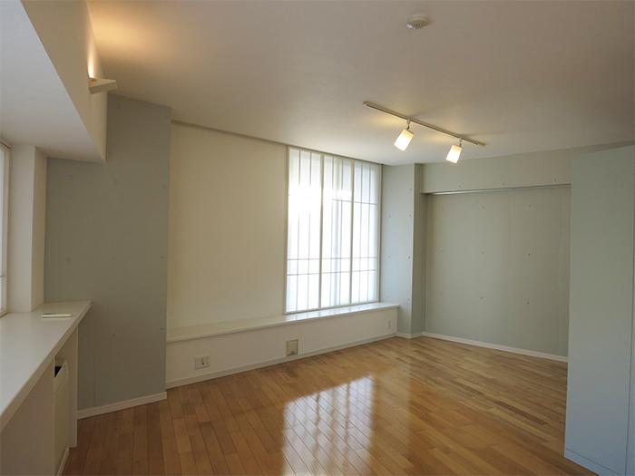 一番奥のスペースは寝室等に使うのが良さそう。障子をあけるとベランダへ出入りできます